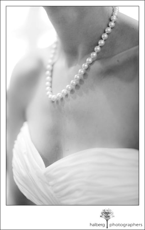 bride's pearl necklace at her shoestring winery wedding