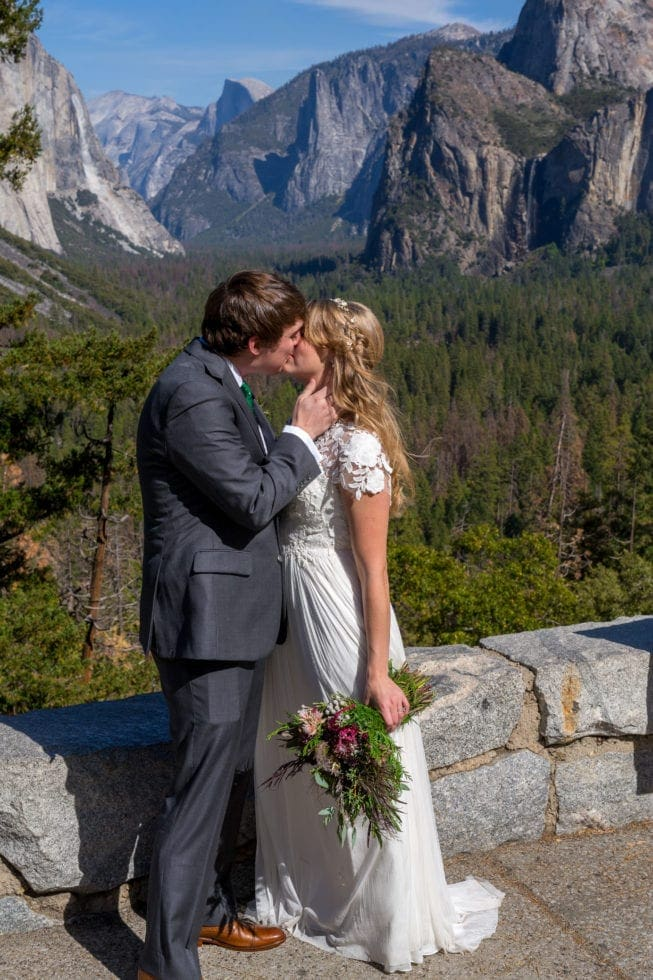Wedding Photo at Tunnel View in Yosemite