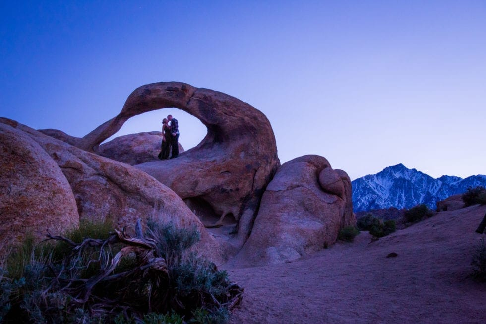 couple kissing in round rock formation